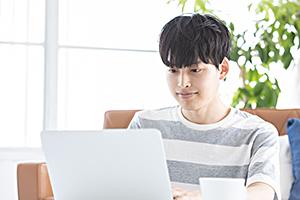 選ぶメリット・3インターネットを利用して自宅で入試対策が可能に